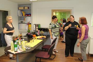 Gratulanten bei der Eröffnung der AEVAS Praxis für Sprachtherapie in Freiberg/ Neckar